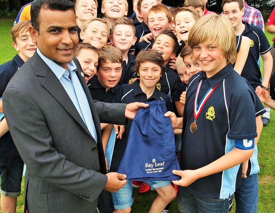 khan-presents-sponsored-shorts-to-the-cpt-llandaff-rfc-u12s-3